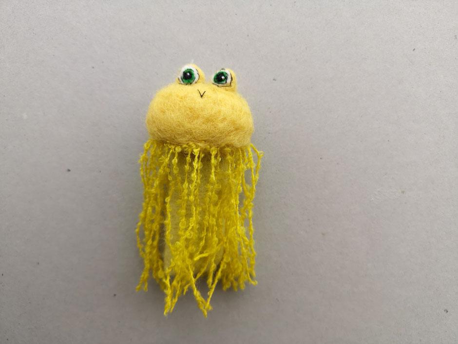 Fingerpuppe handgefilzt von Faserverbund, gelbe Qualle, 100% Wolle