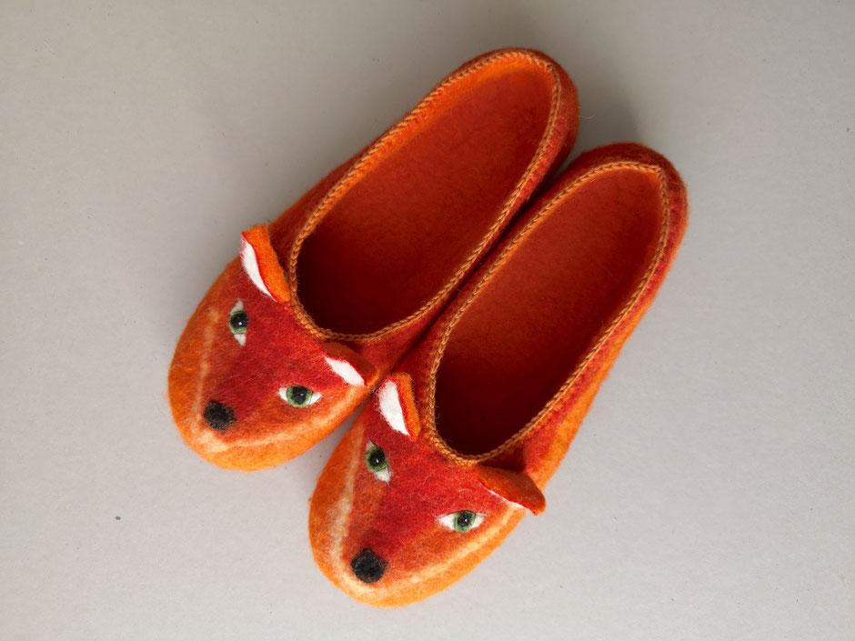 handgefilzte Hausschuhe von Faserverbund in rot und orange, Fuchs