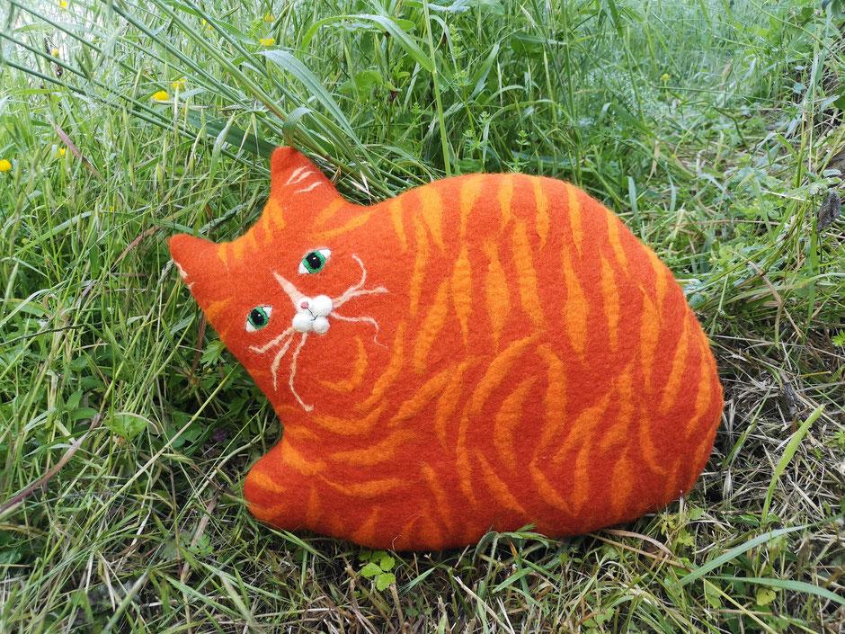 handgefilztes Kissen, Katze orange getigert, aus Wolle, mit Kapokfaser gefüllt