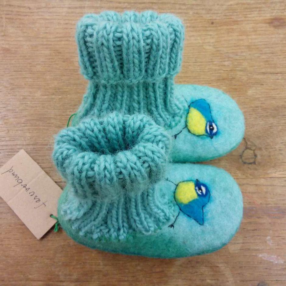 Handgefilzte Hausschuhe aus Wolle in Türkistönen von Faserverbund
