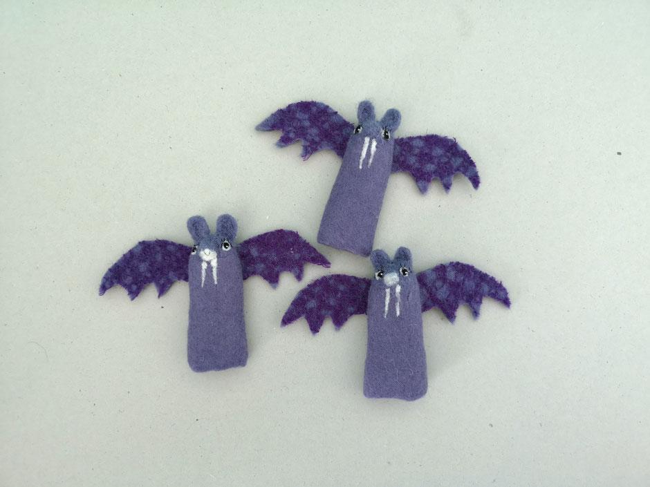 lila Fledermaus Fingerpuppe, handgfilzt, aus 100% Wolle, von Faserverbund