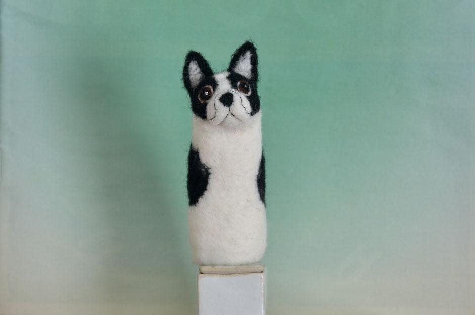 handgefertigte Fingerpuppe aus Wolle, Französische Bulldogge, von Faserverbund