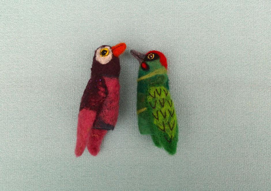 handgefilzte Fingerpuppen von Faserverbund, Vogel lila pink und Grünspecht, 100% Wolle