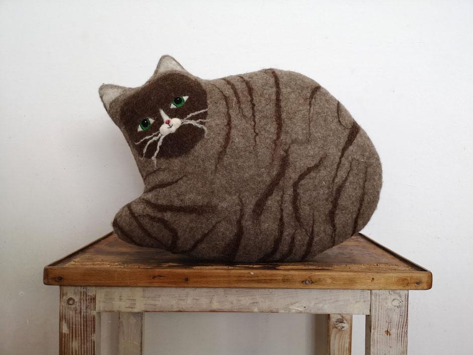 handgefilztes Kissen von Faserverbund , braun getigerte Katze, 100% Wolle, Füllung: Kapok