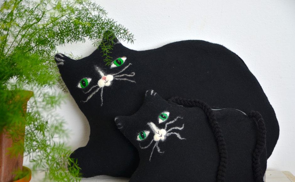 handgefilztes Kissen schwarze Katze, 100% Wolle, Füllung Kapok, von Faserverbund