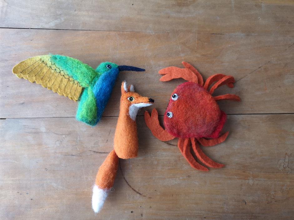 Fingerpuppen von Faserverbund, Kolibri, Fuchs und rote Krabbe, handgefilzt aus Wolle