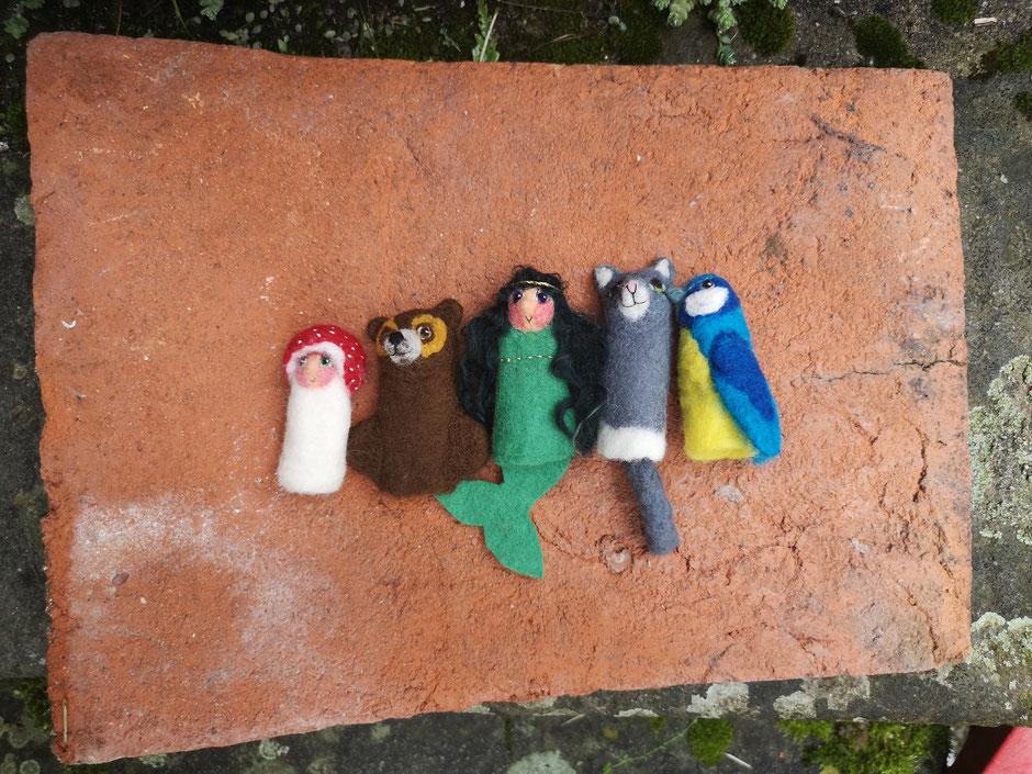 handgefilzte Fingerpuppen aus Wolle Pilz Bär Meerjungfrau Katze und Blaumeise, von Faserverbund Stuttgart