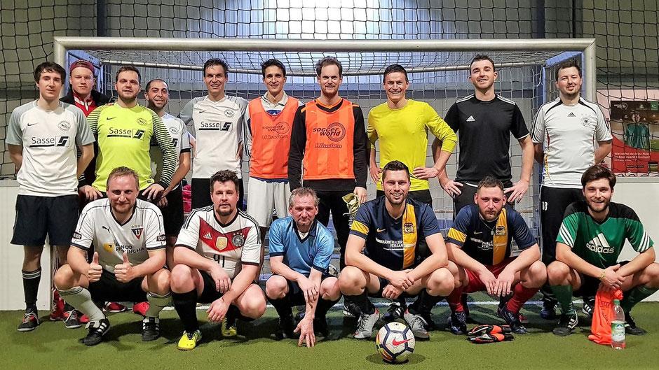 Mit einem gepfelgtem Hallenkick zusammen mit dem RBL-Team der Holzhacker und befreundeten Anwälten startete der FC St. Fouli am 2. Janaur in die Vorbereitung auf die Saison 2020.