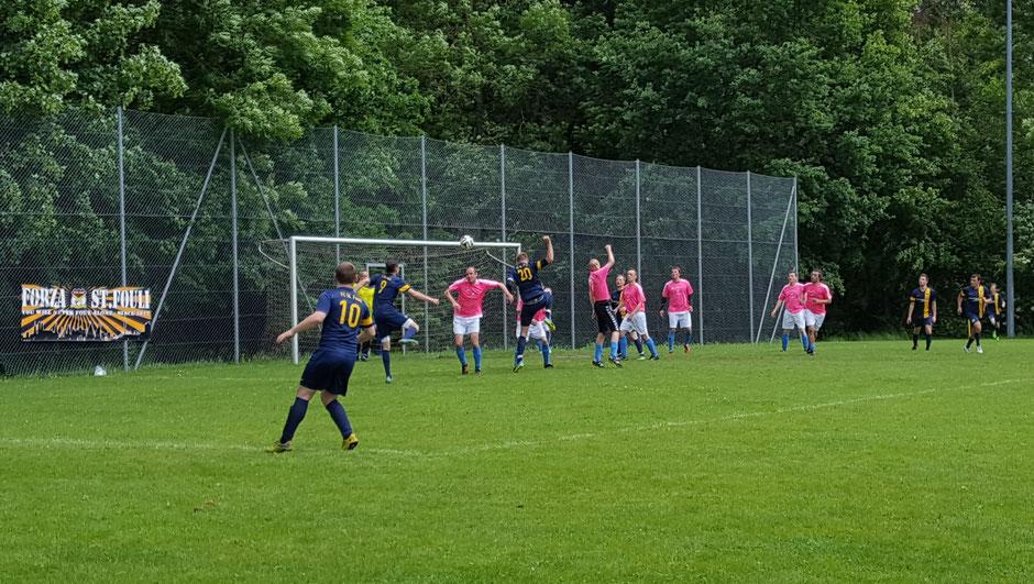 In der zweiten Hälfte ließ St. Fouli zu viele Chancen ungenutzt. Auch dieser Eckball fand den Weg ins Tor nicht.