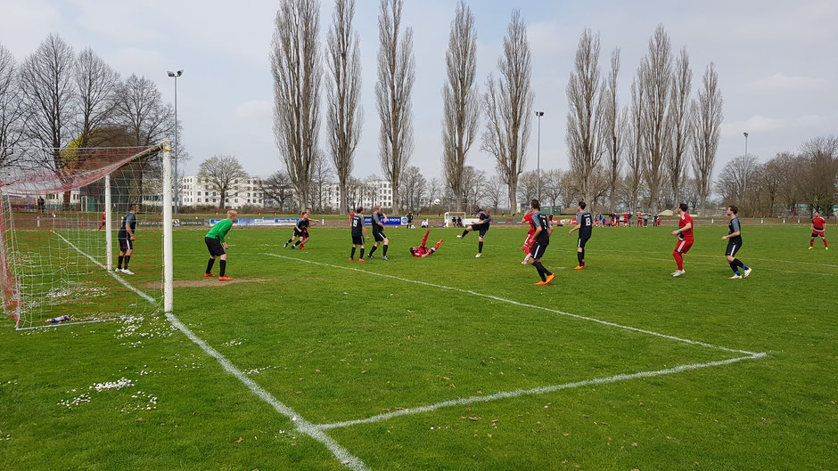Diese Ecke konnten die Foulis erfolgreich klären, doch zu oft gerieten die Gastgeber gegen den FC Georgia in Bedrängnis.