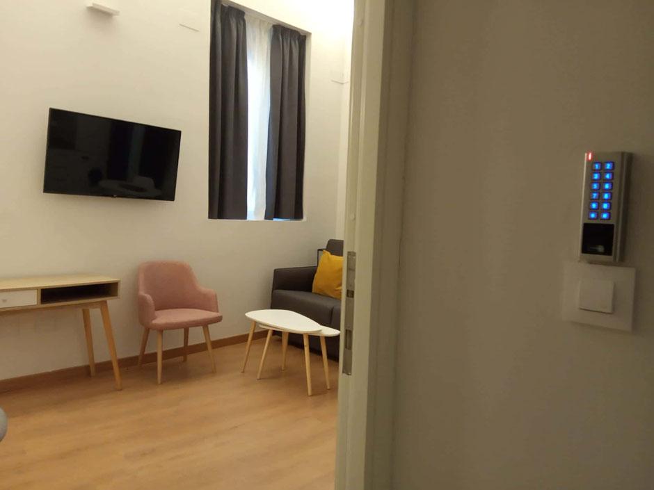 Control de accesos en habitación de hotel