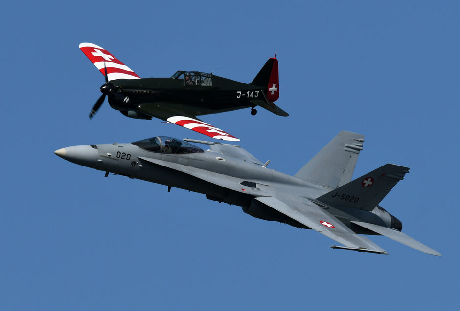 Duo Suisse Morane MS406 et F/A-18 Swiss Solo Display