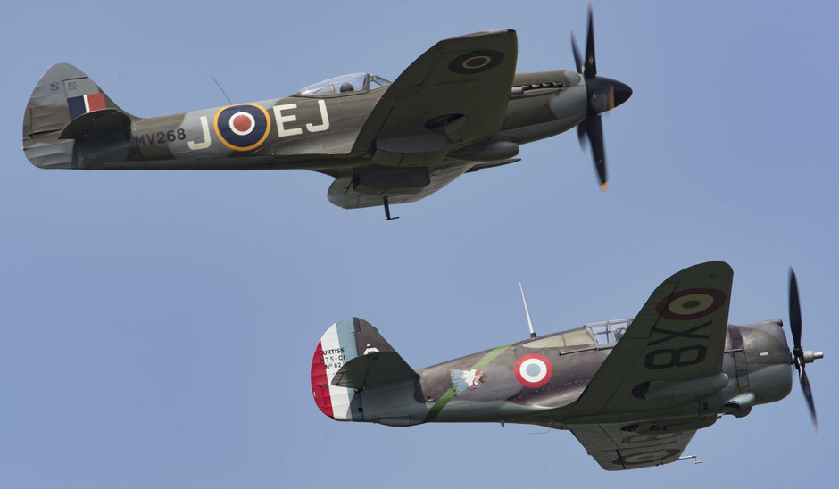 Spitfire Mark XIV et Curtiss H-75A Hawk