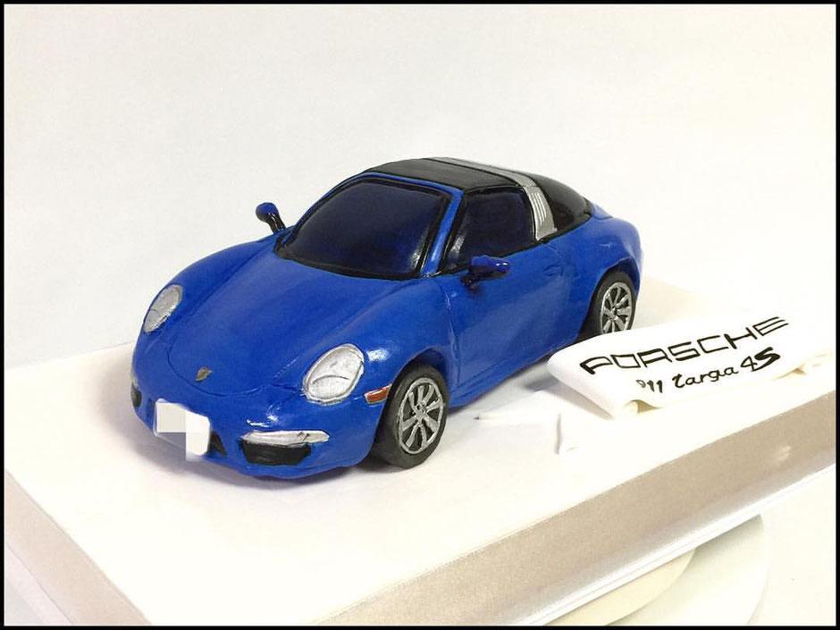 PORSCHE 911 car cake #ポルシェ #ポルシェ911 #高級車 #スーパーカー #スポーツカー #ドイツ車 #porsche #porsche911 #porschetarga4s #sportscar #carcake #germancar #gateau #pateasucre #paste #cake #japan #japanesemade #