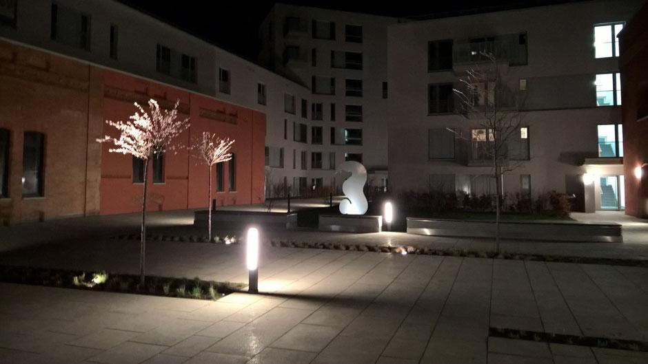 """SAPRI-Skulptur im REALGRUND-Gebäudekomplex """"Neues Wohnen am Jahnufer"""""""