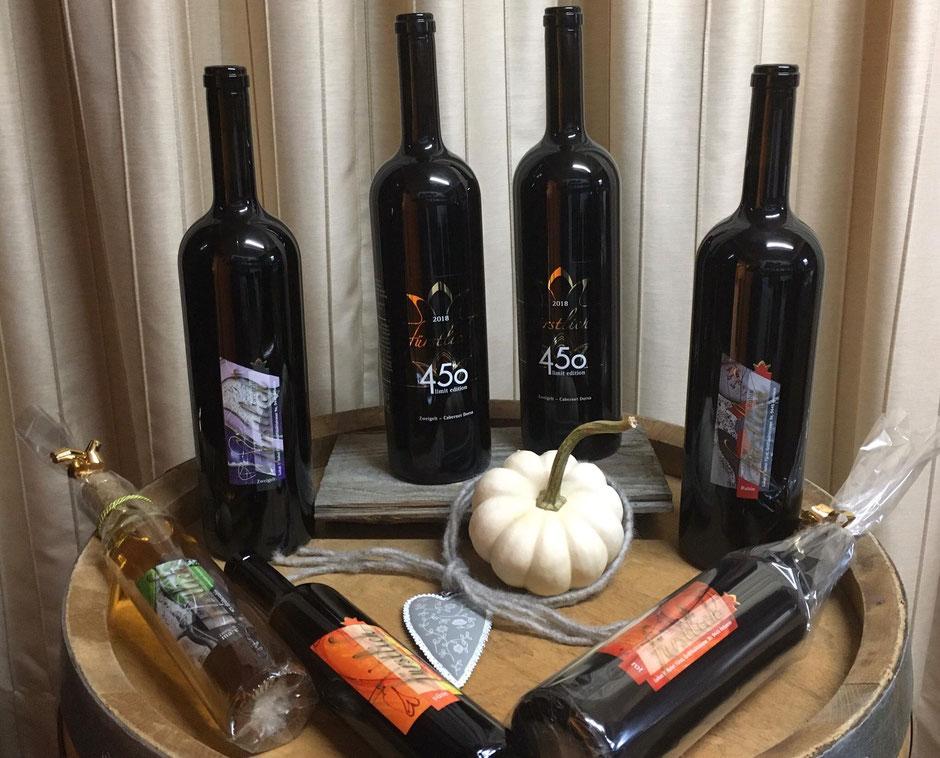 Unsere Weine in den 150cl Flaschen stehen zum Kauf bereit