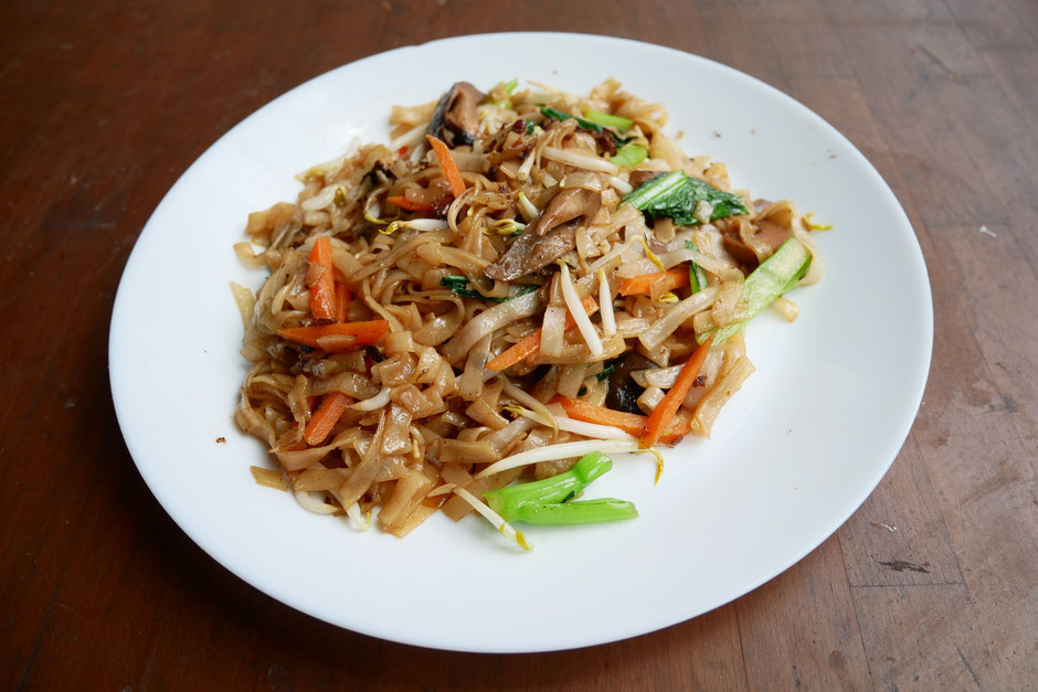 Lightly pan-fried kway teow with four simple ingredients carrots, mushrooms, bean sprouts and chai sim