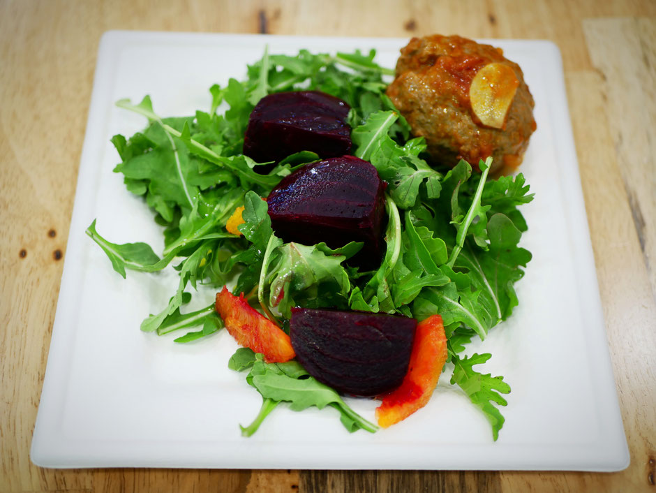 Beetroot, orange and arugula salad with meatballs at SuperNature Cafe
