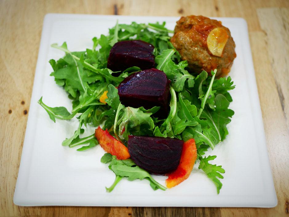 Beetroot, orange and arugula salad with meatballs at SuperNature Cafe