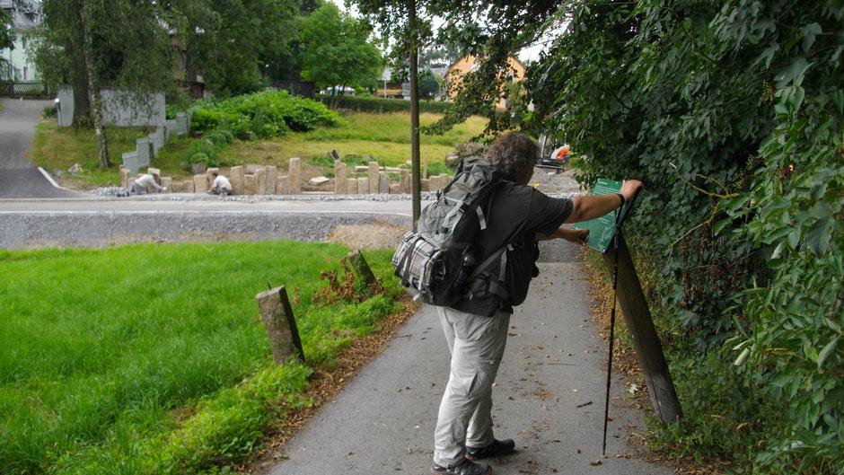 Auf dem Jean-Paul-Weg in Völkenreuth – Stationstafel 25 »Lob der Schlachtschüssel«