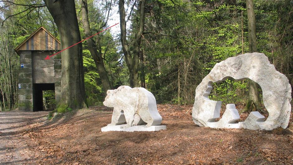 Beim Bärenfang wurde 2006 ein steinerner Bär aufgestellt