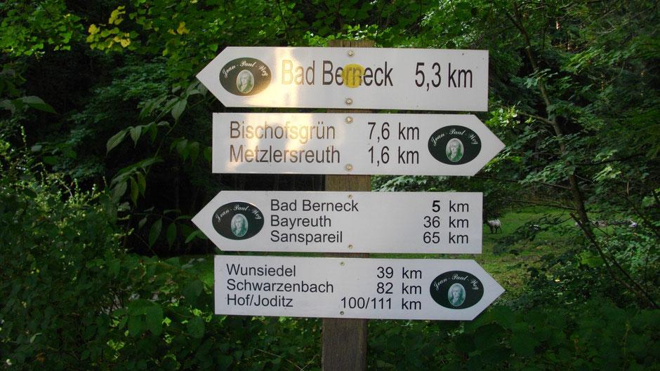 Jean-Paul-Weg Beschilderung, 111 km bis Joditz, 65 km bis Sanspareil