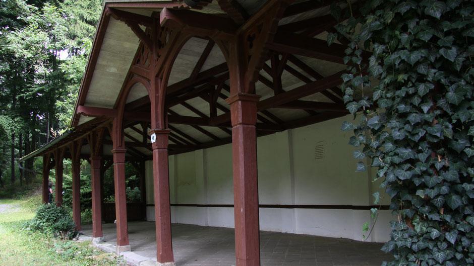 Alte Kolonnade im Kurpark von Bad Berneck