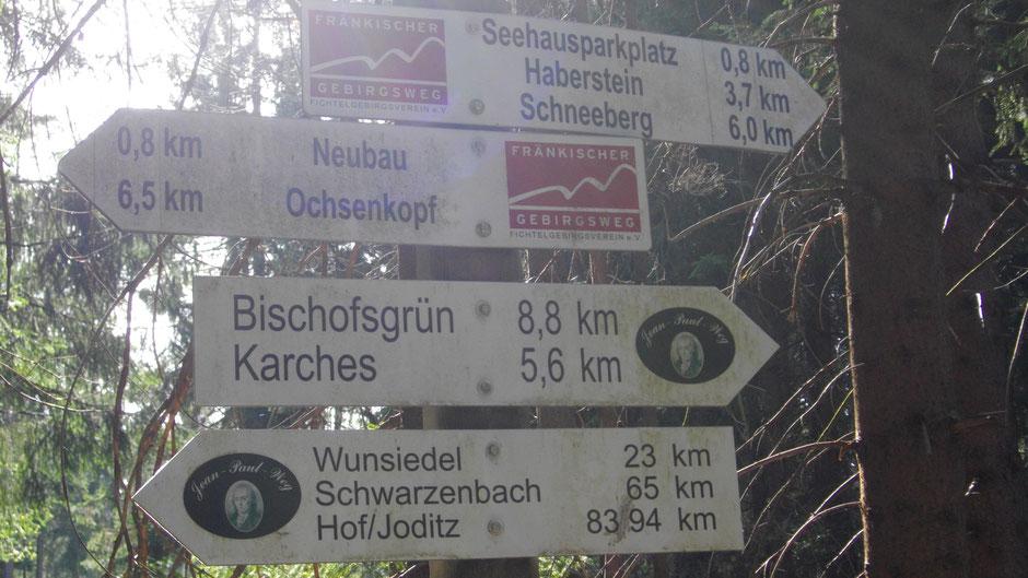 Der Fichtelsee, zwischen dem Schneeberg und dem Ochsenkopf gelegen
