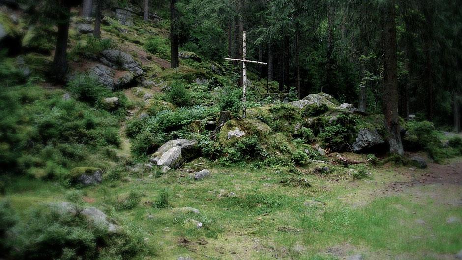 Auf dem Jean-Paul-Weg, Waldkreuz im Thuswald