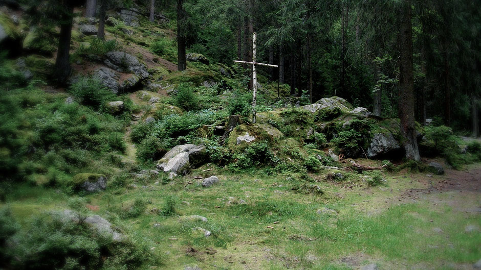 Auf dem Jean-Paul-Weg – Waldkreuz im Thuswald