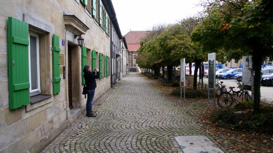 Auf dem Jean-Paul-Weg in Bayreuth am Geißmarkt– Groß- und Sonderstation 120 »Jean Paul und der Hofgarten« Groß- und Sonderstation 120 »Jean Paul und der Hofgarten« am Geißmarkt in Bayreut