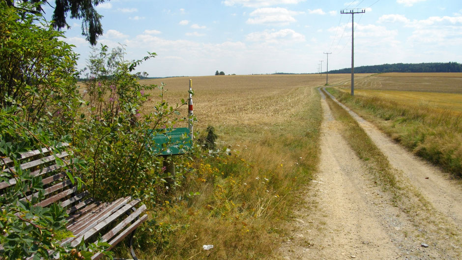 """Auf dem Jean-Paul-Weg, Stationstafel 51 """"Beim Gehen"""", hinter Röslau"""