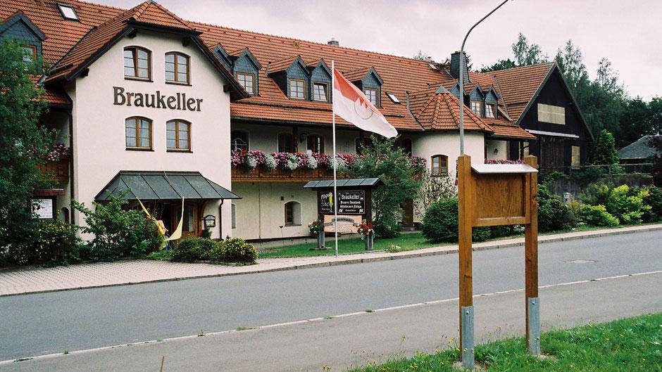 """Auf dem Jean-Paul-Weg, in Fattigau vor dem Braukeller, Stationstafel 20 oder 11 """"Jean Paul war leidenschaftlicher Biertrinker"""""""