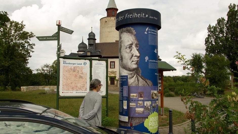 Jean-Paul-Litfaßsäule vor Burg Posterstein