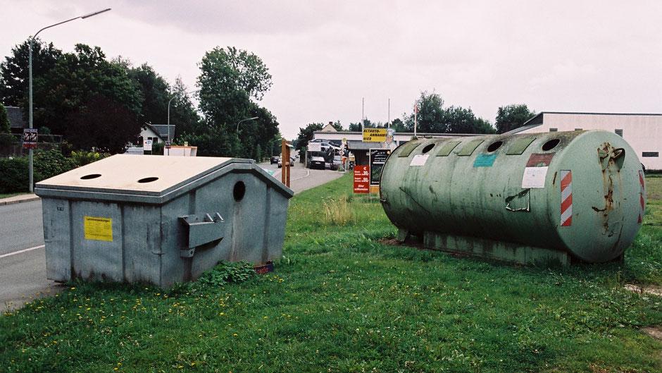 Auf dem Jean-Paul-Weg in Fattigau – Stationstafel 20 oder 11 – klein, zwischen zwei Müllcontainern – und schon entdeckt?