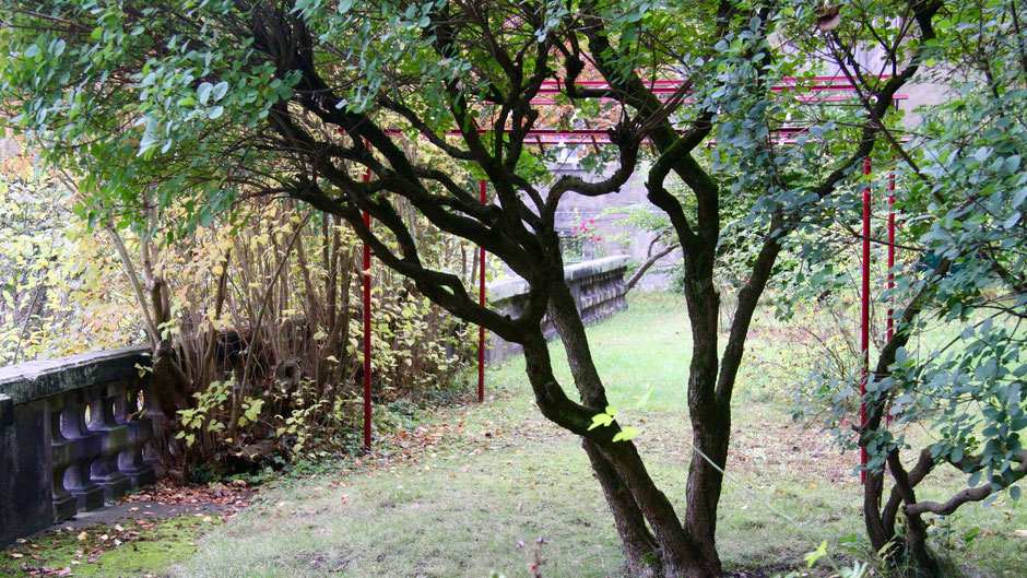 In Jean Pauls Garten ... fast ist alles so, als ob er gerade hier gesessen hätte.