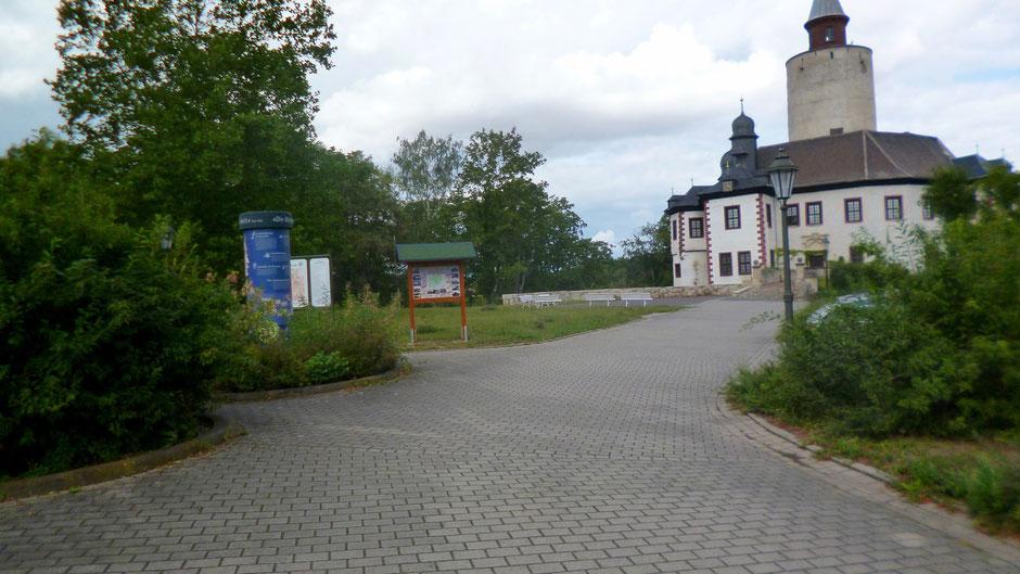 Früher stand die blaue Jean-Paul-Litfaßsäule vor Burg Posterstein