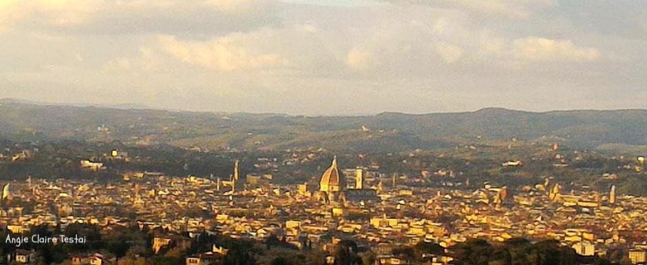 I primi raggi di sole su Firenze, da Fiesole. The 1st sunlight on Florence, from Fiesole. Foto, Angie CLAIRE TESTAI