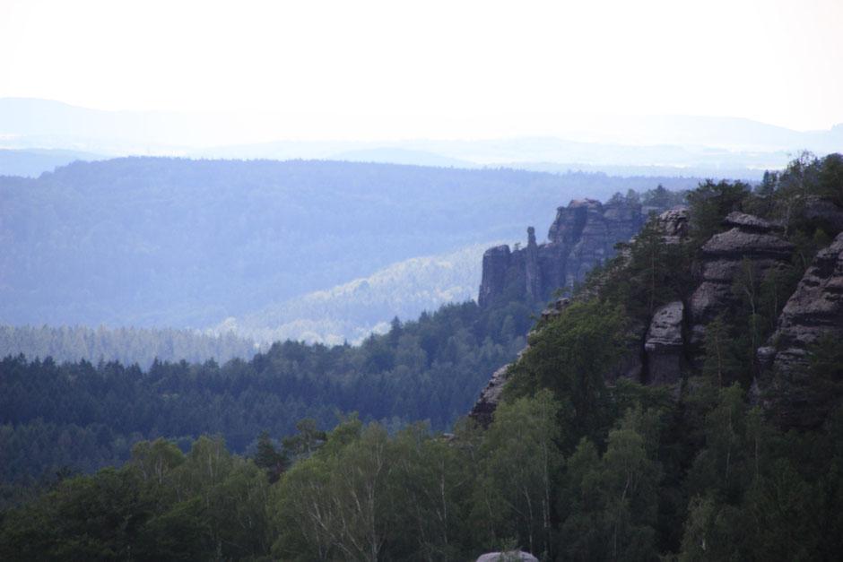 vom Papststein am Gohrisch vorbei zum Pfaffenstein (Barbarine)