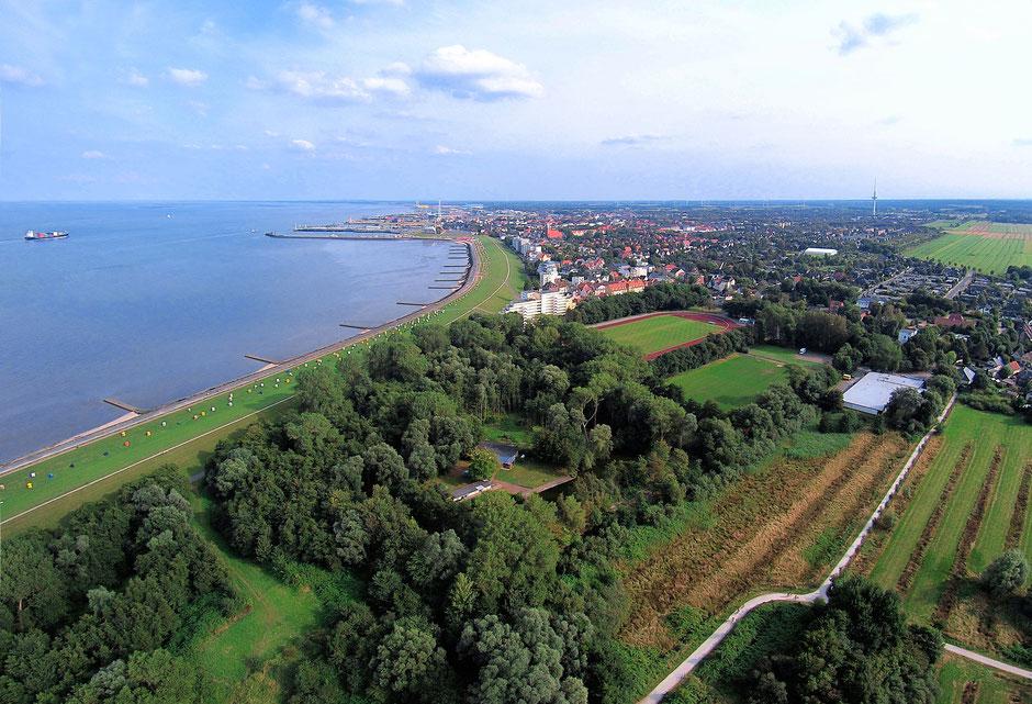 Luftaufnahme von der Grimmershörnbucht in Cuxhaven bis zum Hafen
