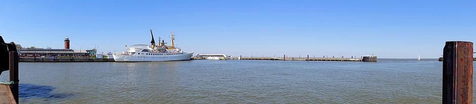 Der Hafen von Cuxhaven mit der Alten Liebe