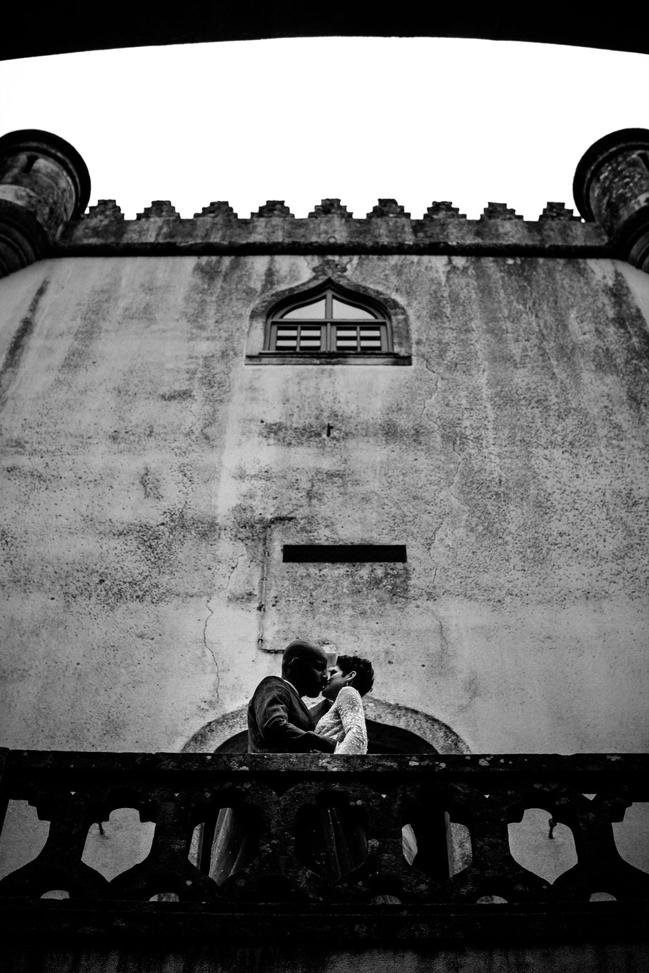 ROVA Fineart wedding photography - portugal castle fairy tale - Hochzeitsfotograf Schloss Burg - Elopement - destination wedding -castelo de portulezo