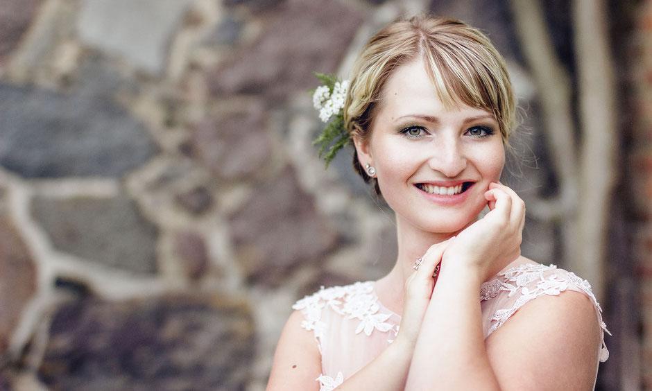 Braut-Make-up und Styling für den großen Auftritt vor der Kamera