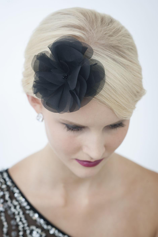 Haarblüte in Schwarz aus Seide  für Gala, Abschlussball, Hochzeiten, Feste, Oper, Dinner-Party, Fasching, Weihnachtfeier. Weihnachtsgeschenk.
