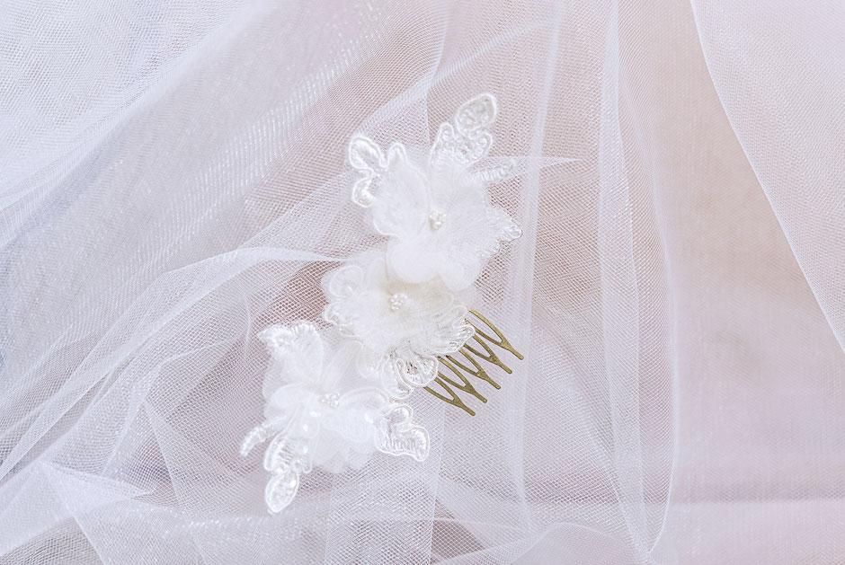 Fascinator aus Spitze. Brauthaarschmuck 2018 2019. Bohemian Vintage Kopfschmuck in Ivory. Spitzen Haarschmuck. Lace Headpiece wedding. Lace Fascinator for the boho look.