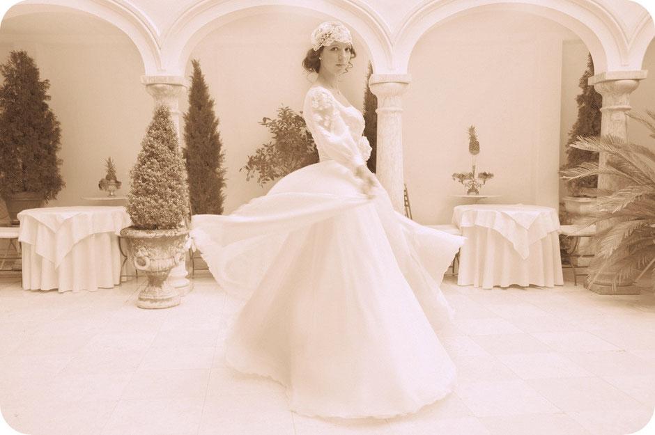 """Vintage-Inspiration - """"Francesca""""- Braut-Cap aus feinster Spitze mit Perlen und Pailletten besetzte für einen ausgefallenen Vintage Braut-Look."""