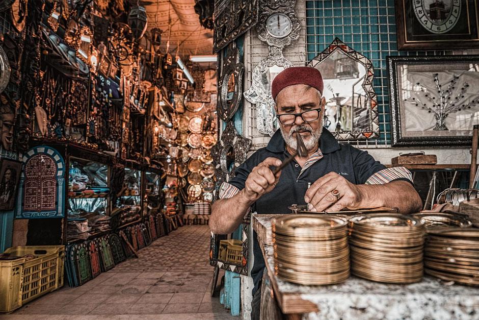 Handwerker in einem tunesischen Souk