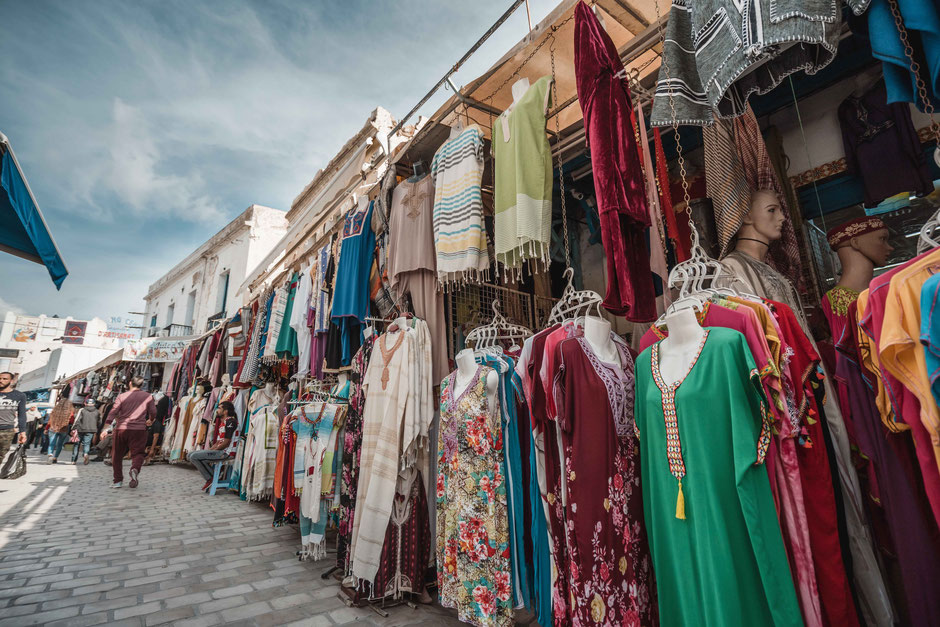 Kleidung Kleid traditionelle Kleider Markt Souk Tunesien Tunis Nabeul