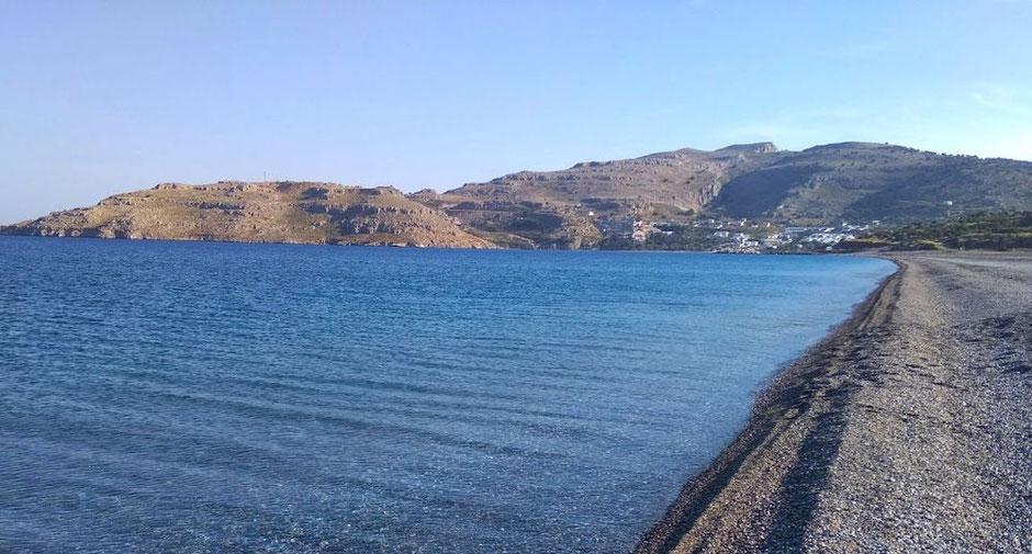 Der Strand von Kalathos vor Lindos