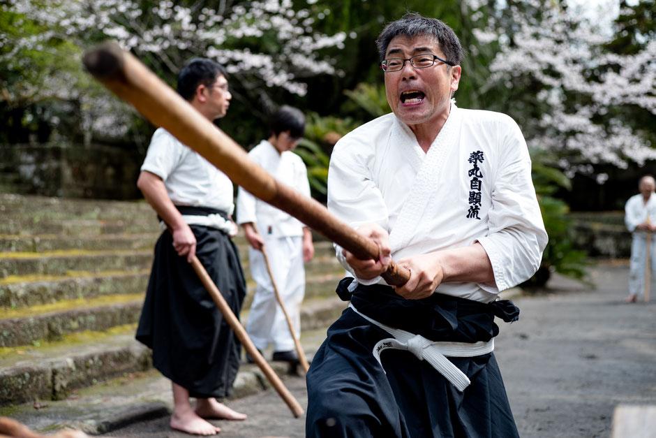 薬丸自顕流鹿児島本部道場・野元さんの気合漲る続け打ち。